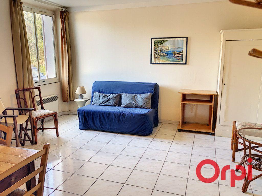 Appartement à louer 1 23.4m2 à Sainte-Maxime vignette-1