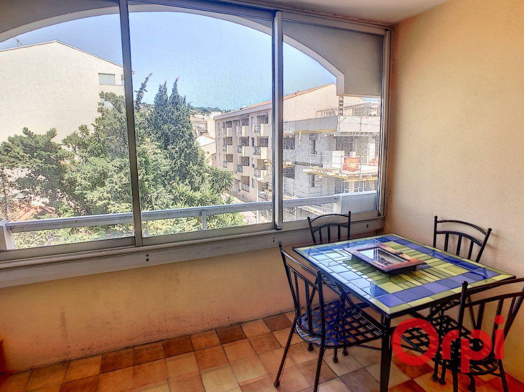 Appartement à louer 1 23.2m2 à Sainte-Maxime vignette-1