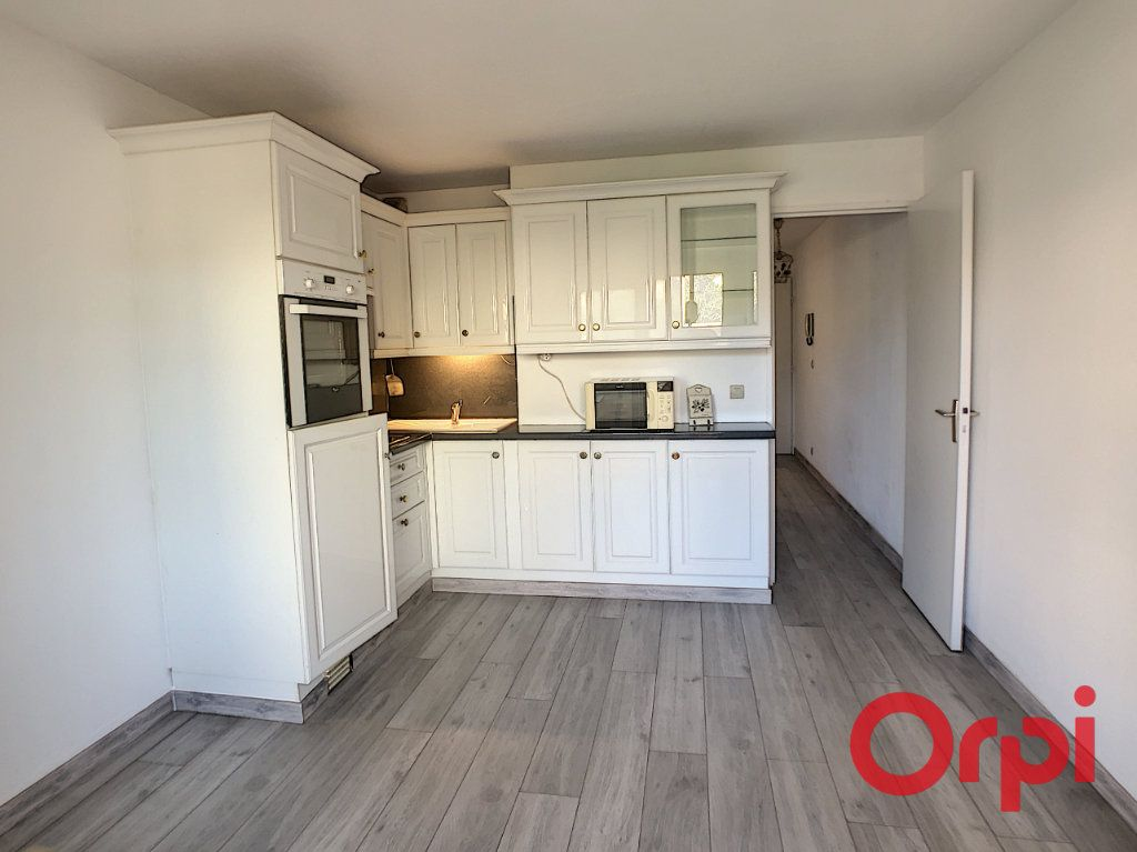 Appartement à louer 1 23.2m2 à Sainte-Maxime vignette-5