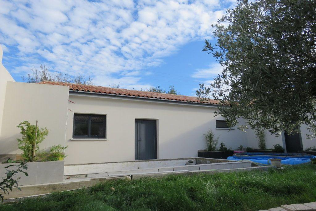 Maison à vendre 4 138m2 à Saint-Élix-le-Château vignette-1