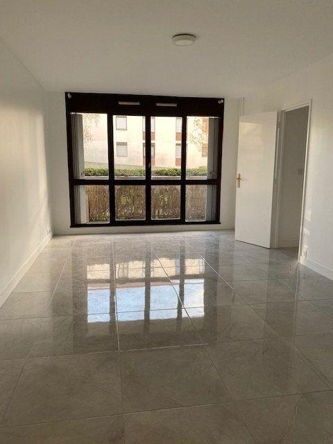 Appartement à louer 3 70.1m2 à Vaujours vignette-3