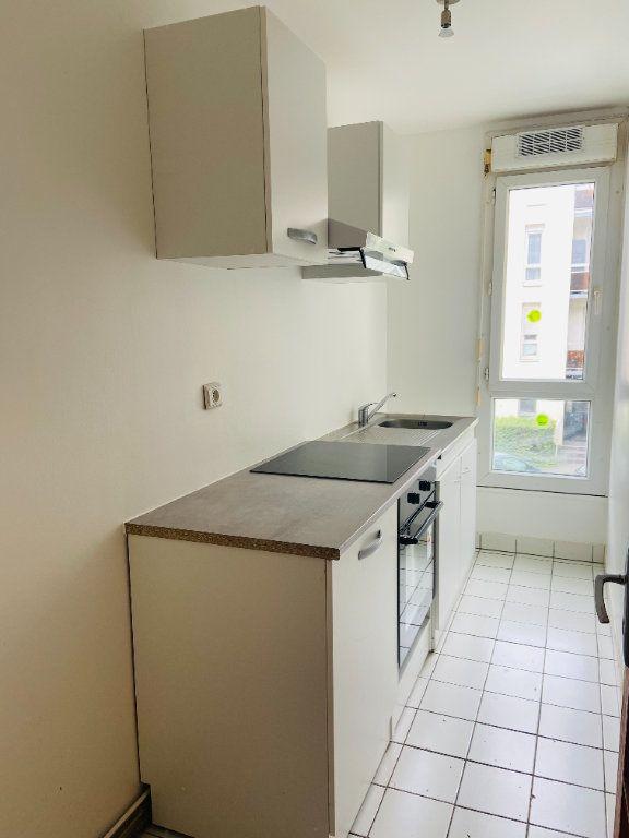 Appartement à louer 4 60.66m2 à Tremblay-en-France vignette-1