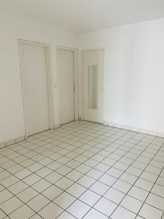 Appartement à louer 4 60.66m2 à Tremblay-en-France vignette-3