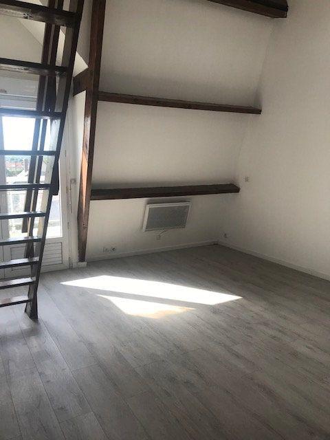 Appartement à louer 1 30m2 à Tremblay-en-France vignette-1