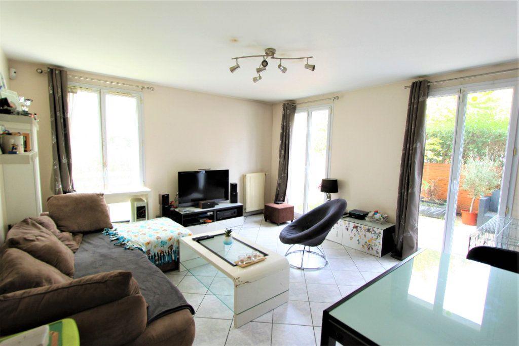 Appartement à vendre 3 64m2 à Sainte-Geneviève-des-Bois vignette-2