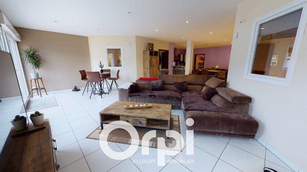 Appartement à vendre 4 120m2 à Villerupt vignette-2