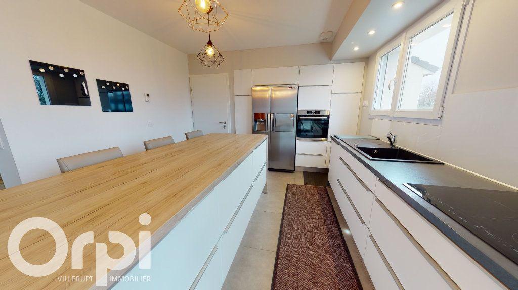 Maison à vendre 5 140m2 à Tressange vignette-3