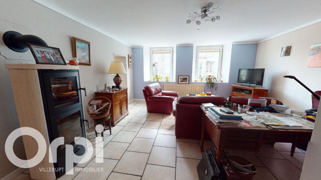 Maison à vendre 8 260m2 à Fillières vignette-4