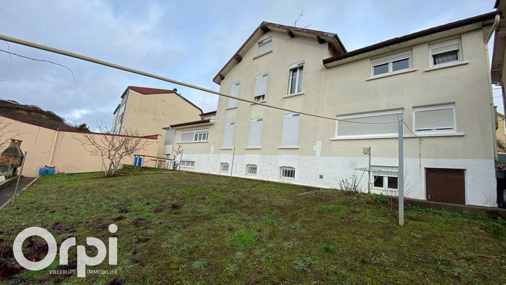 Immeuble à vendre 0 385m2 à Mont-Saint-Martin vignette-3