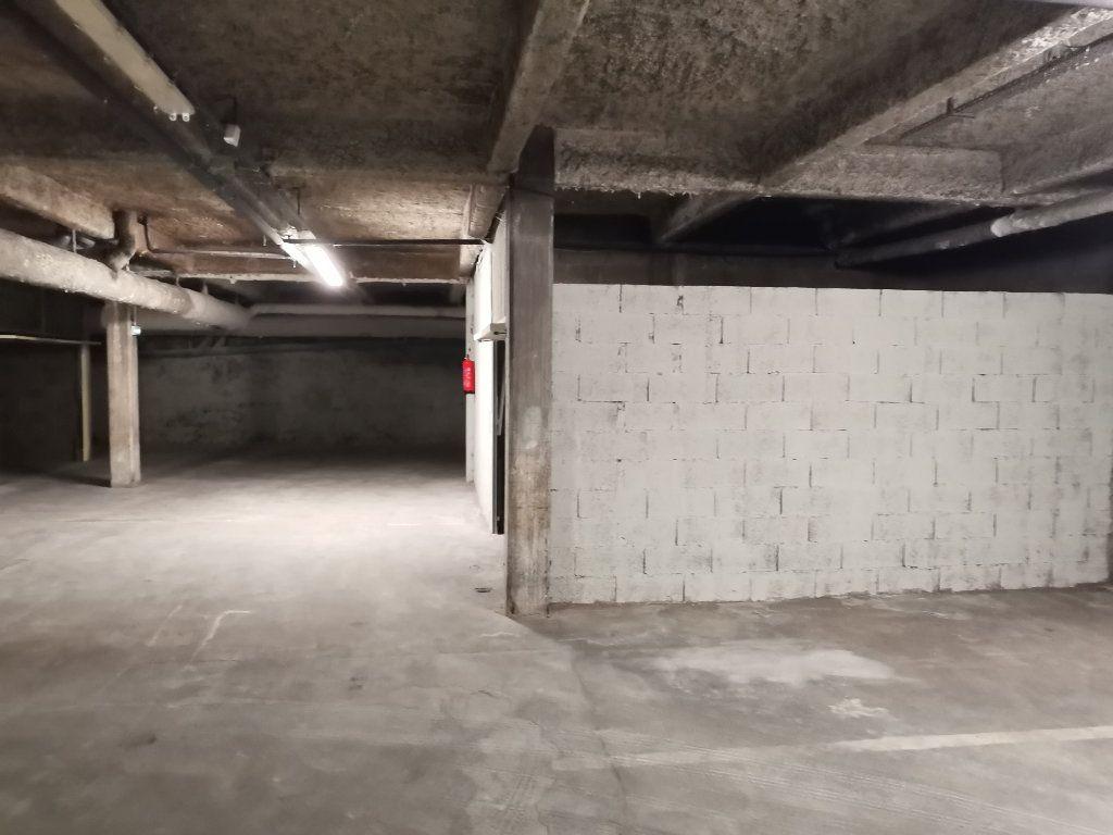 Stationnement à vendre 0 0m2 à Lyon 3 vignette-2