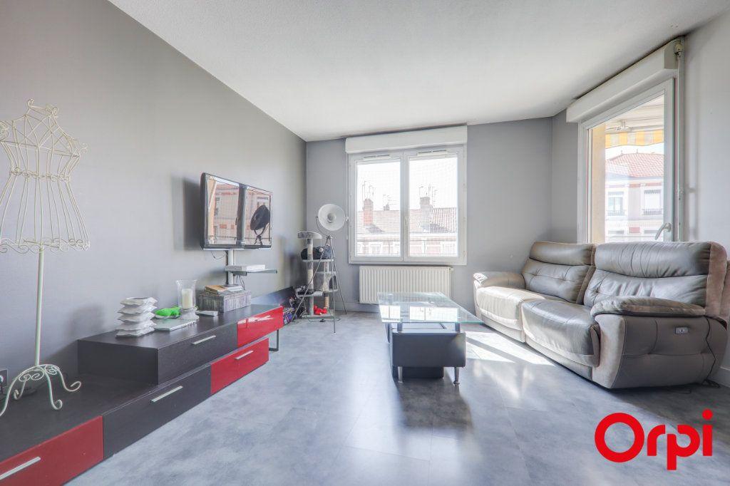 Appartement à louer 3 69m2 à Villeurbanne vignette-2