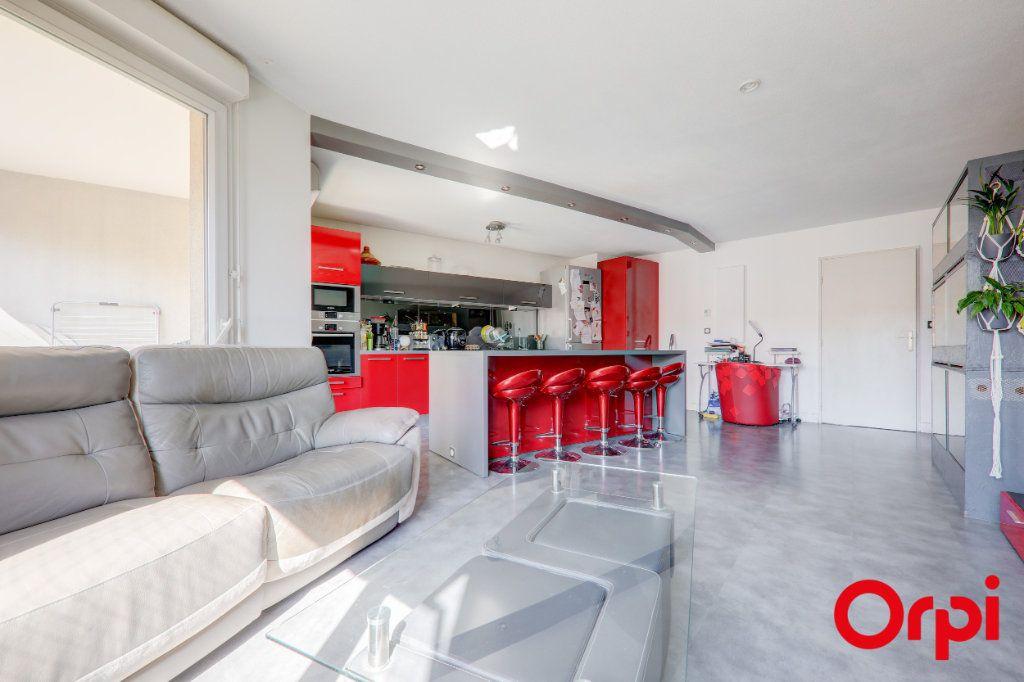 Appartement à louer 3 69m2 à Villeurbanne vignette-3