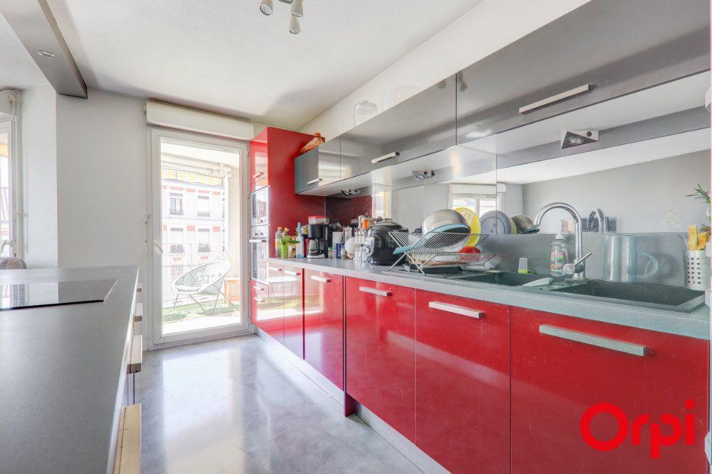 Appartement à louer 3 69m2 à Villeurbanne vignette-5