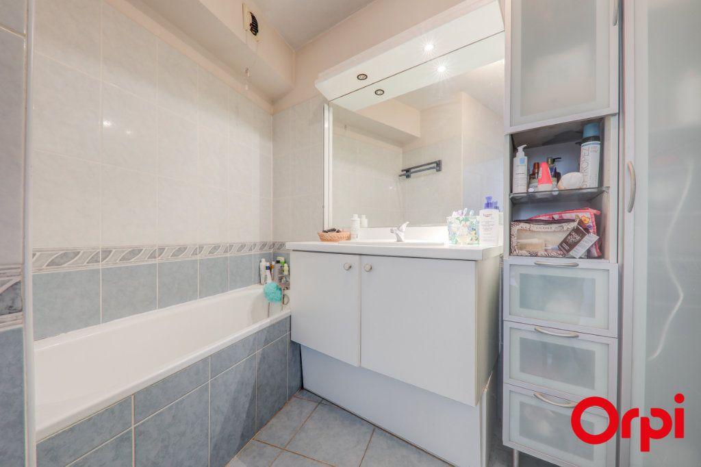 Appartement à louer 3 69m2 à Villeurbanne vignette-9