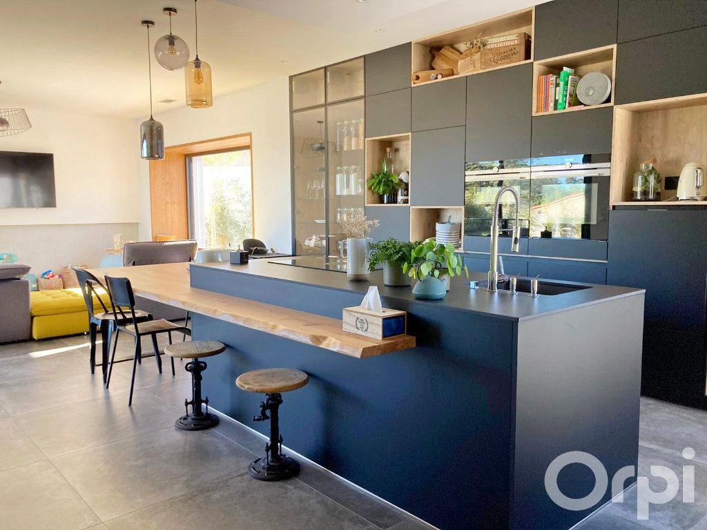 Maison à vendre 4 130m2 à Villelongue-dels-Monts vignette-3