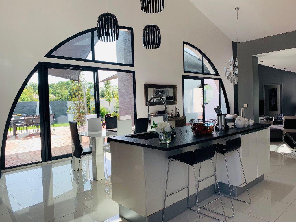 Maison à vendre 4 198m2 à Port-des-Barques vignette-1