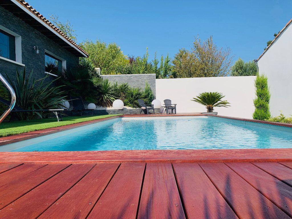 Maison à vendre 4 198m2 à Port-des-Barques vignette-2