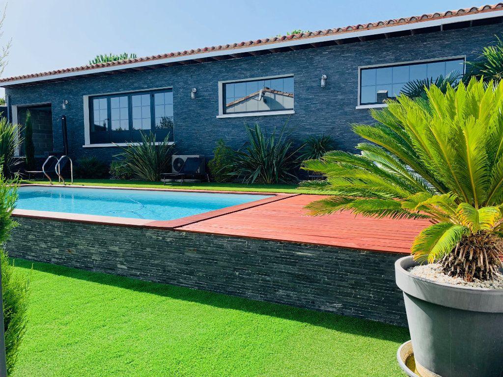 Maison à vendre 4 198m2 à Port-des-Barques vignette-3