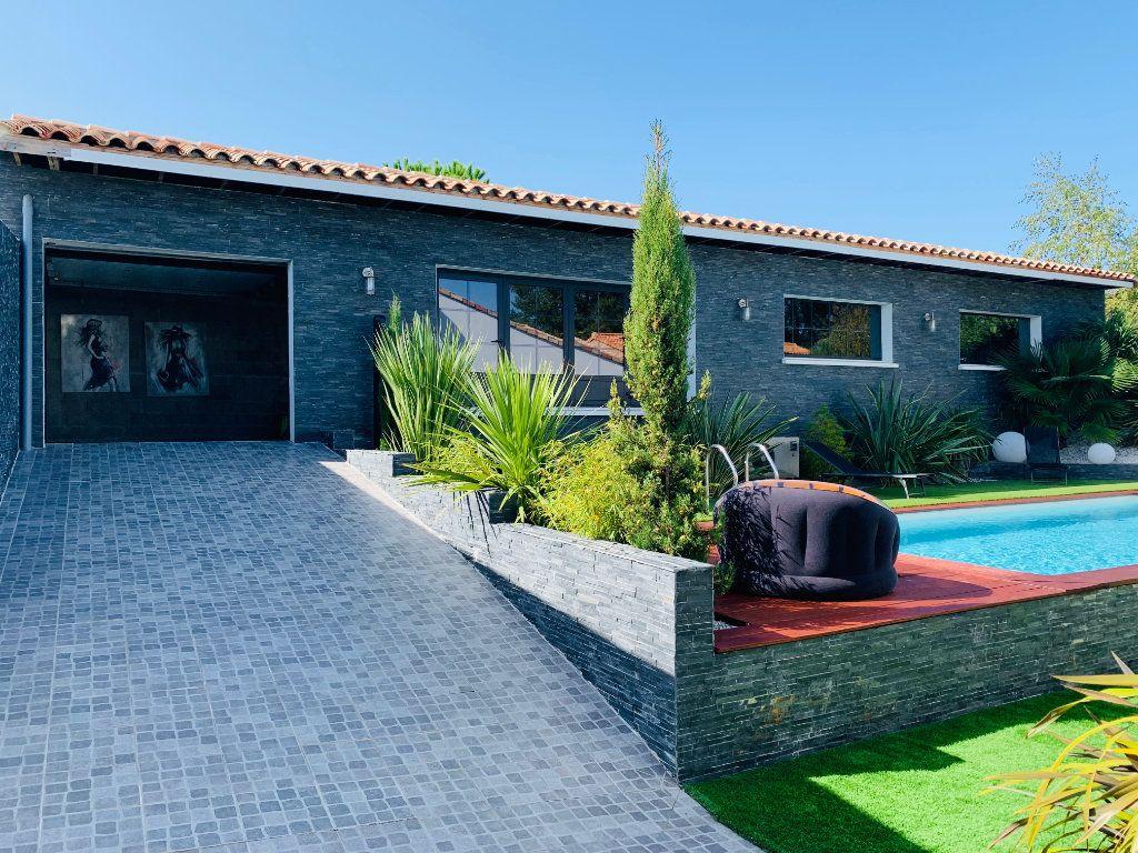 Maison à vendre 4 198m2 à Port-des-Barques vignette-5