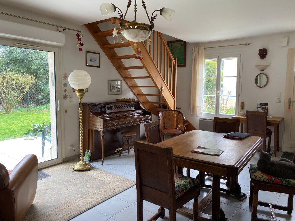 Maison à vendre 4 115m2 à Port-des-Barques vignette-1