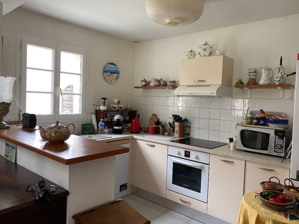 Maison à vendre 4 115m2 à Port-des-Barques vignette-2
