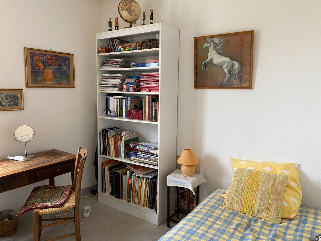 Maison à vendre 4 115m2 à Port-des-Barques vignette-5
