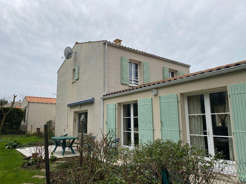 Maison à vendre 4 115m2 à Port-des-Barques vignette-8