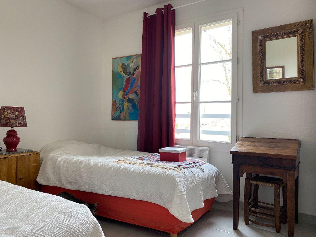 Maison à vendre 4 115m2 à Port-des-Barques vignette-9
