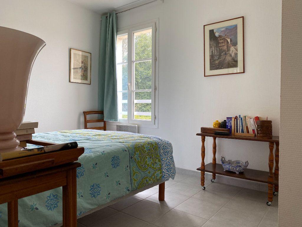 Maison à vendre 4 115m2 à Port-des-Barques vignette-10