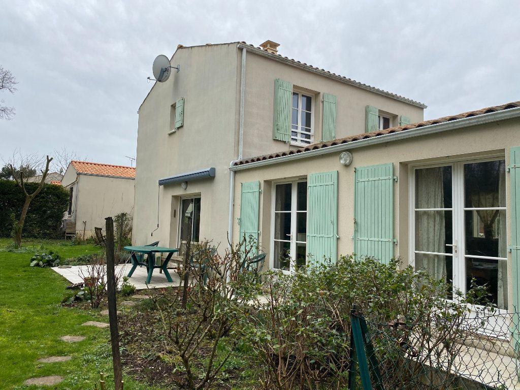 Maison à vendre 4 115m2 à Port-des-Barques vignette-11