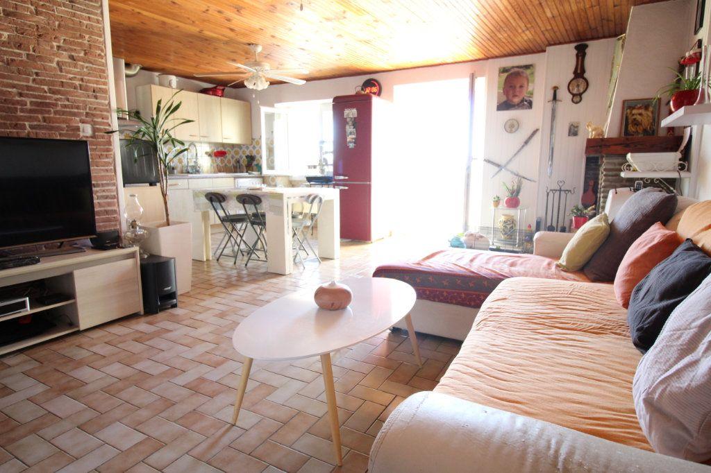 Appartement à vendre 3 58.6m2 à Hyères vignette-2