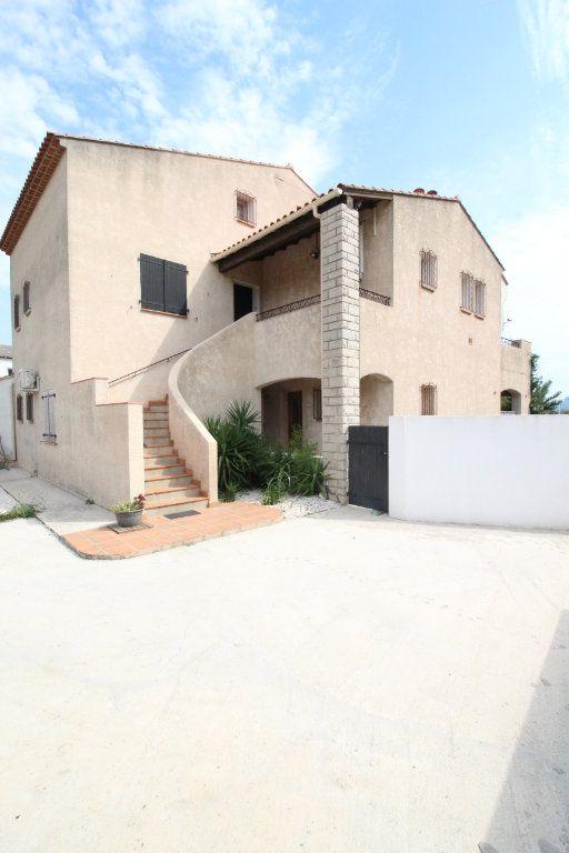 Maison à vendre 6 175m2 à La Crau vignette-1