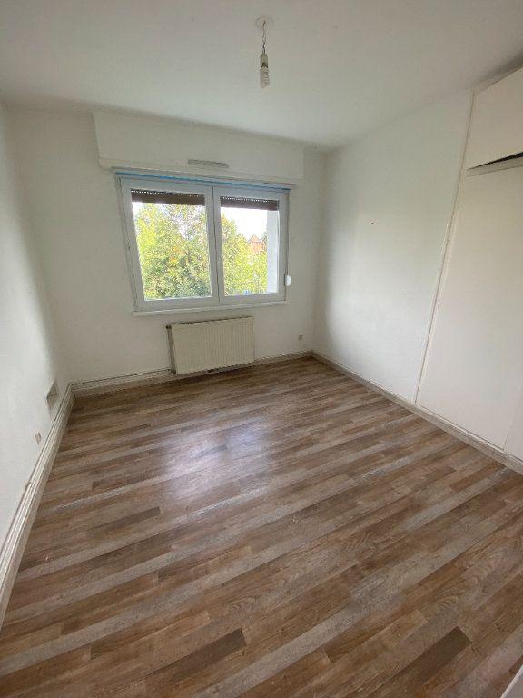Appartement à louer 4 70.69m2 à Strasbourg vignette-2