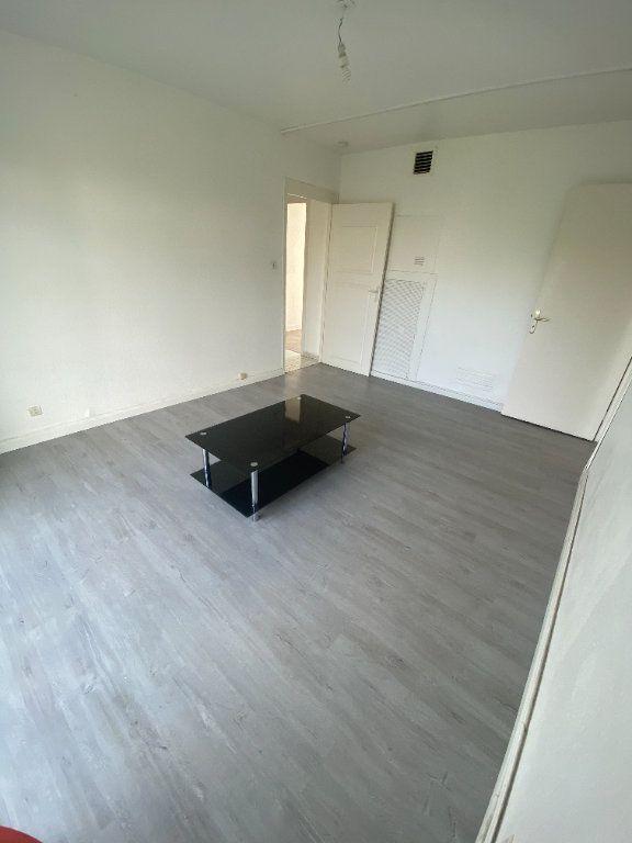 Appartement à louer 4 70.69m2 à Strasbourg vignette-3