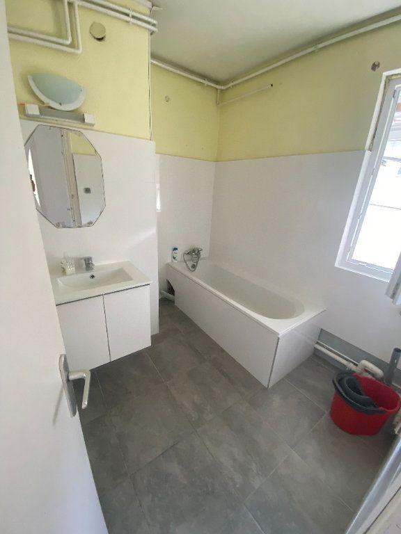 Appartement à louer 4 70.69m2 à Strasbourg vignette-7
