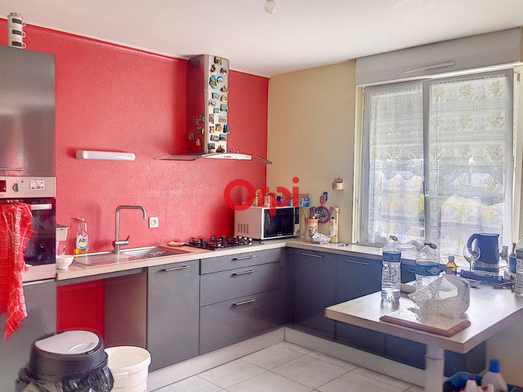 Appartement à vendre 5 131m2 à Péaule vignette-1