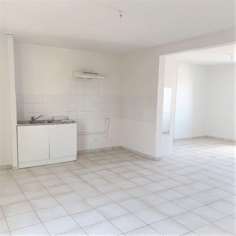 Appartement à louer 3 65.45m2 à Questembert vignette-1