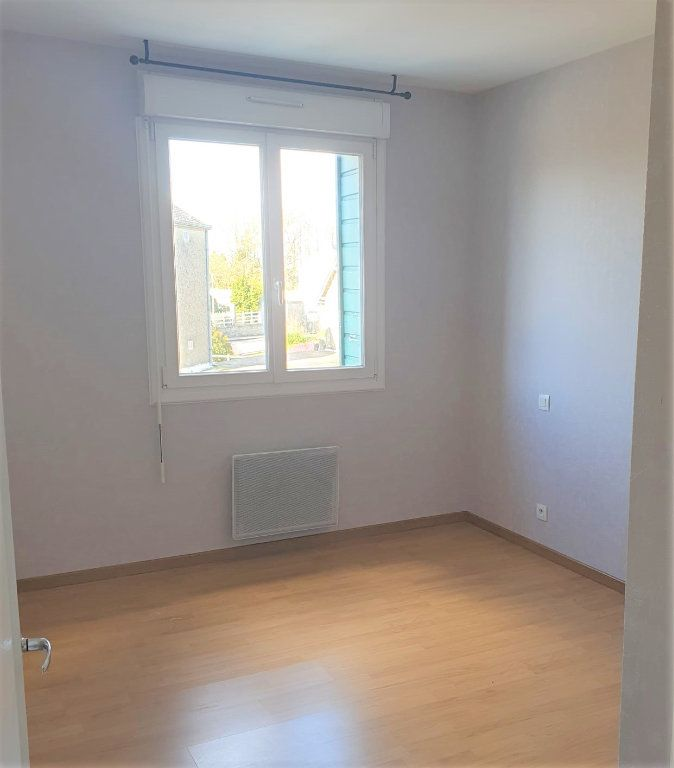 Appartement à louer 3 65.45m2 à Questembert vignette-2