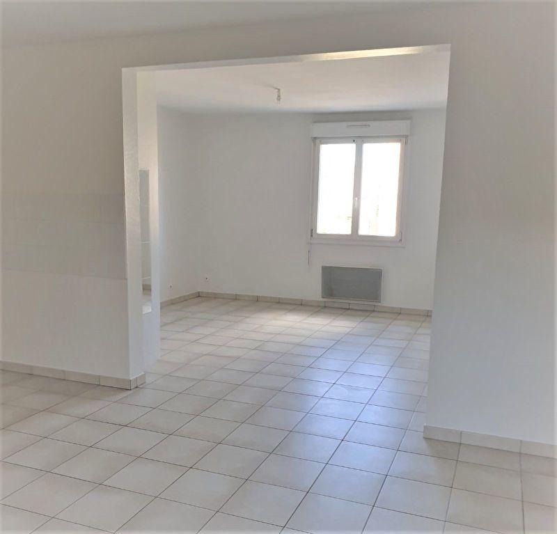 Appartement à louer 3 65.45m2 à Questembert vignette-3