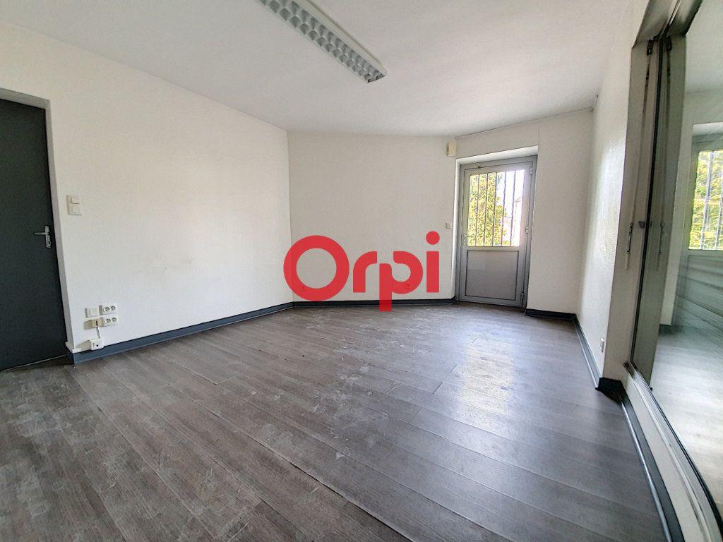 Appartement à vendre 9 189m2 à Questembert vignette-9