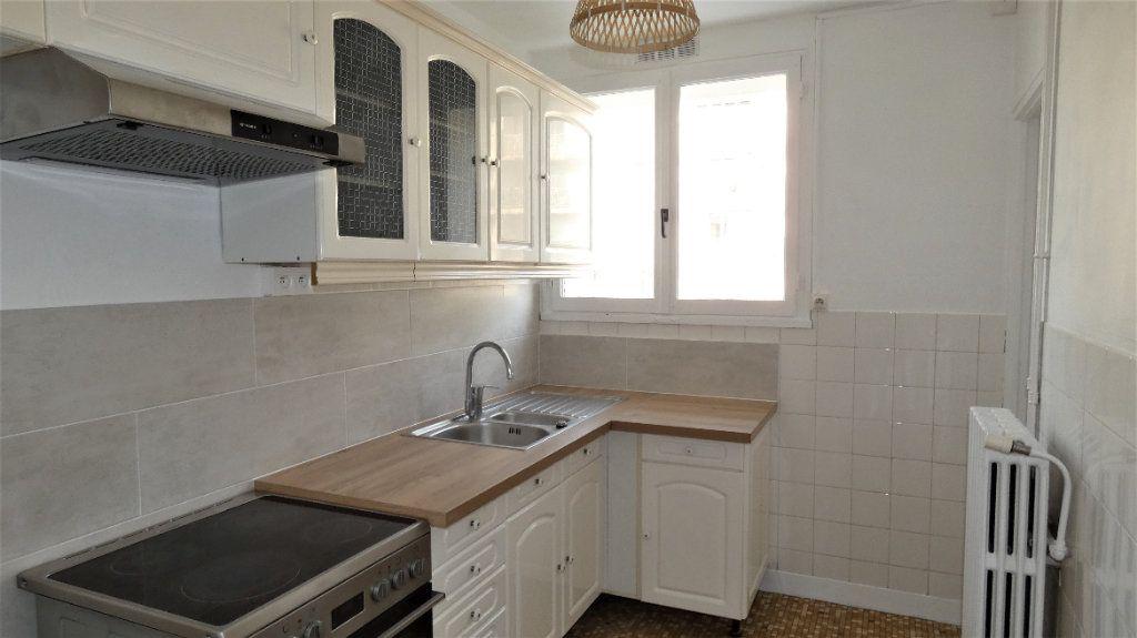 Appartement à louer 3 54.55m2 à Saint-Jean-de-la-Ruelle vignette-1