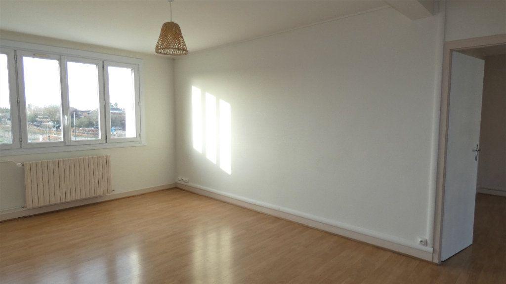 Appartement à louer 3 54.55m2 à Saint-Jean-de-la-Ruelle vignette-3