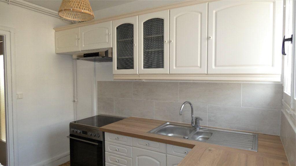 Appartement à louer 3 54.55m2 à Saint-Jean-de-la-Ruelle vignette-4