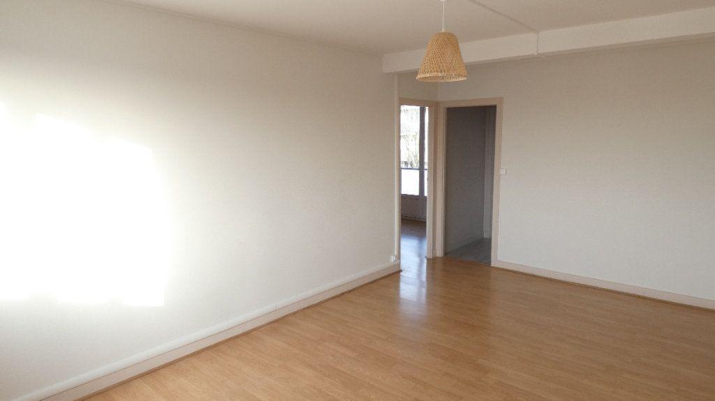 Appartement à louer 3 54.55m2 à Saint-Jean-de-la-Ruelle vignette-5