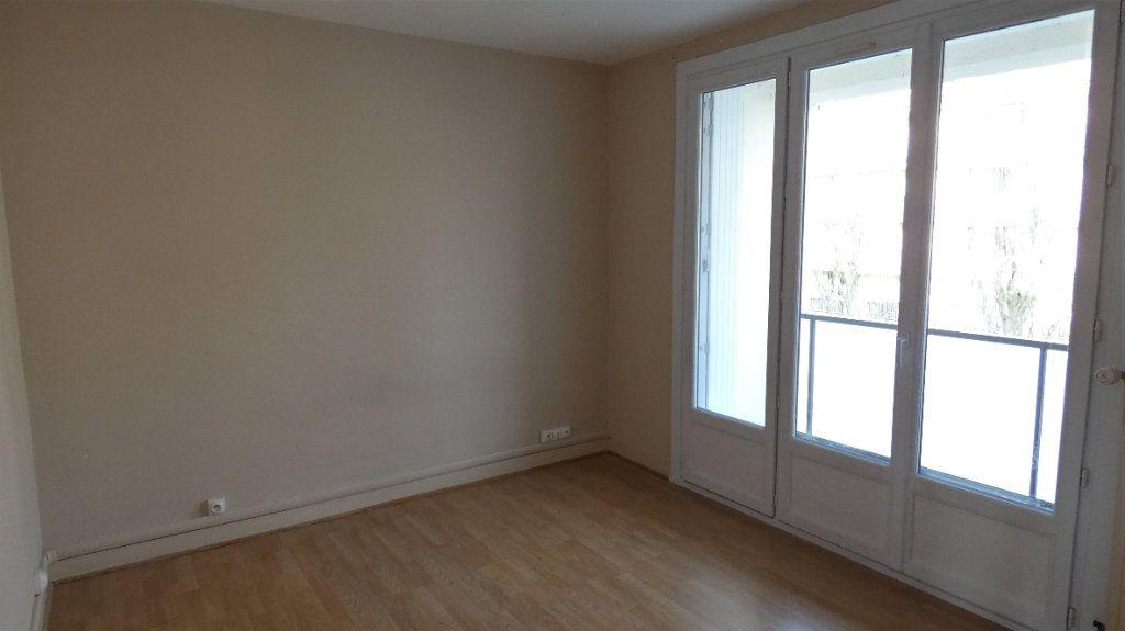 Appartement à louer 3 54.55m2 à Saint-Jean-de-la-Ruelle vignette-6