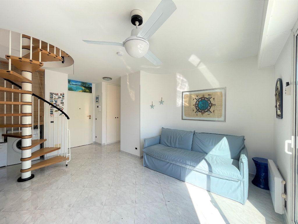 Appartement à vendre 2 36.82m2 à Roquebrune-Cap-Martin vignette-7
