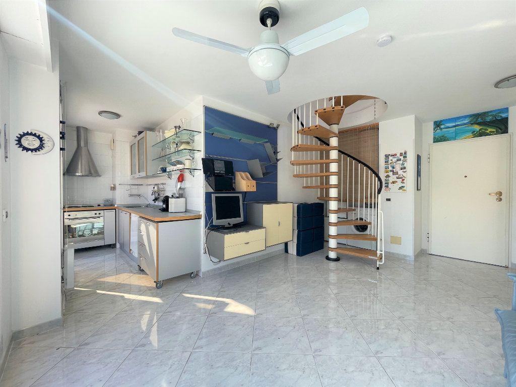 Appartement à vendre 2 36.82m2 à Roquebrune-Cap-Martin vignette-8