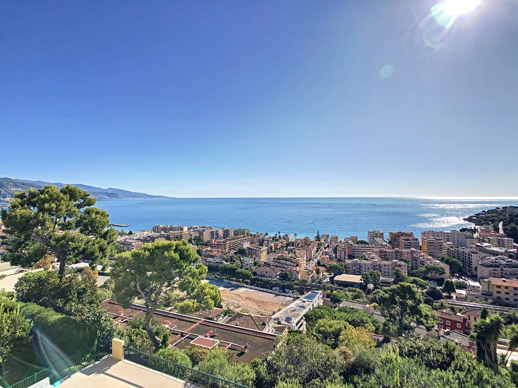 Appartement à louer 4 137.95m2 à Roquebrune-Cap-Martin vignette-2