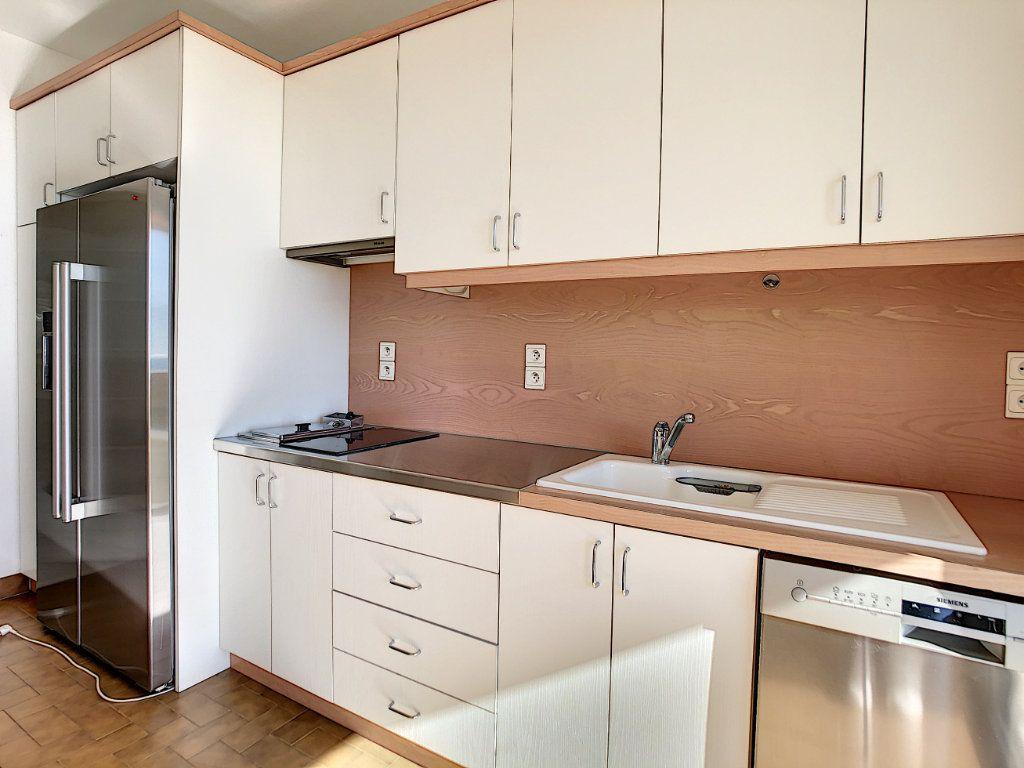 Appartement à louer 4 137.95m2 à Roquebrune-Cap-Martin vignette-6