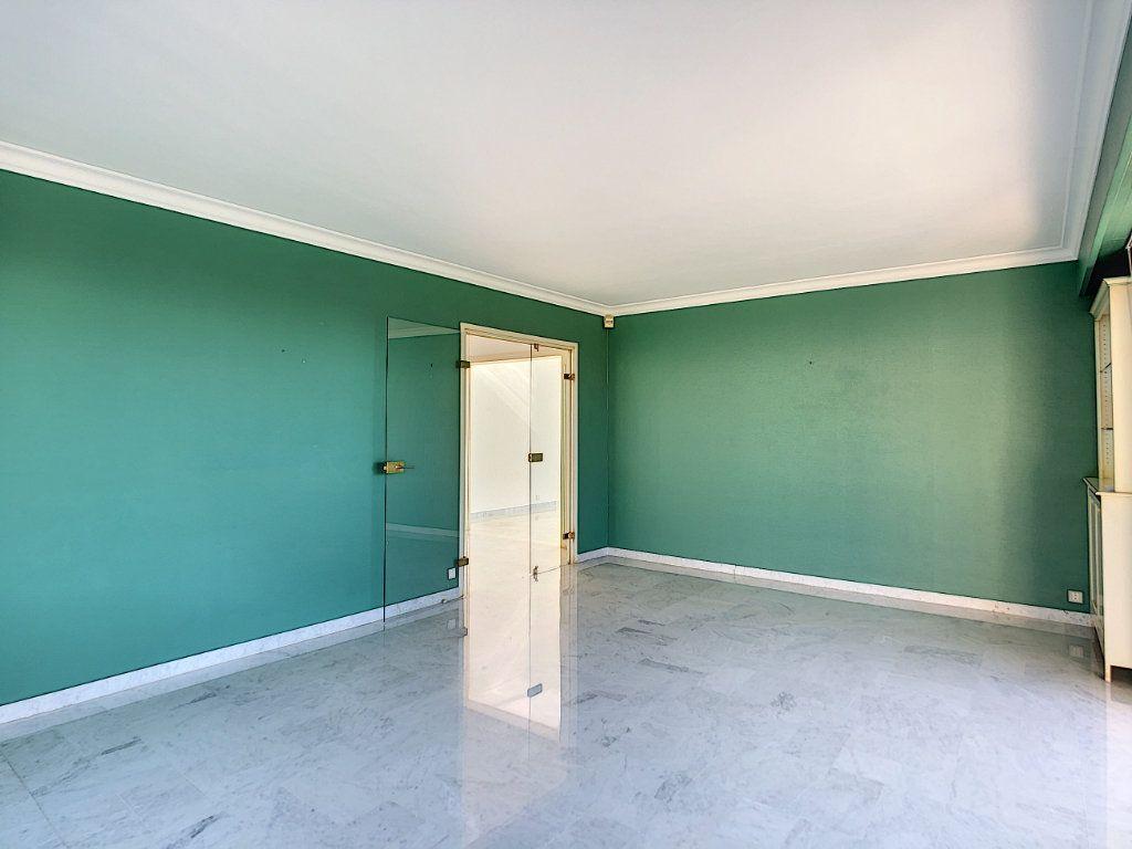 Appartement à louer 4 137.95m2 à Roquebrune-Cap-Martin vignette-9